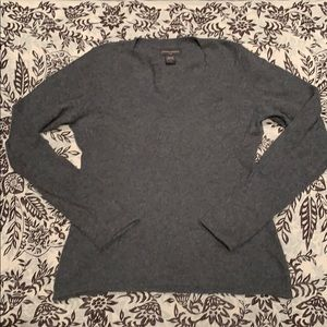 Banana Republic size M Coal Grey V neck sweater